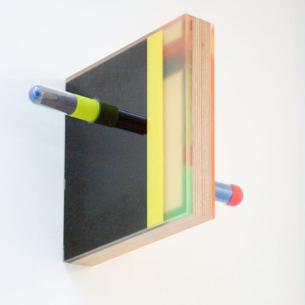 Henk-Sjoerd Hinrichs - KOK met K O K - 16x35x35cm Epoxyhars op hout, plexiglas, was, pigment en lak