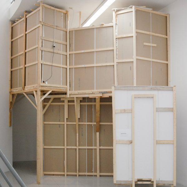 Jonathan Straatman - Void - 450x470x605cm, Hout, gips, belichting, boekje met tekst en verf