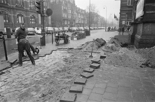 1969 - Ger van Elk - Luxurious Streetcorner (Op Losse Schroeven)