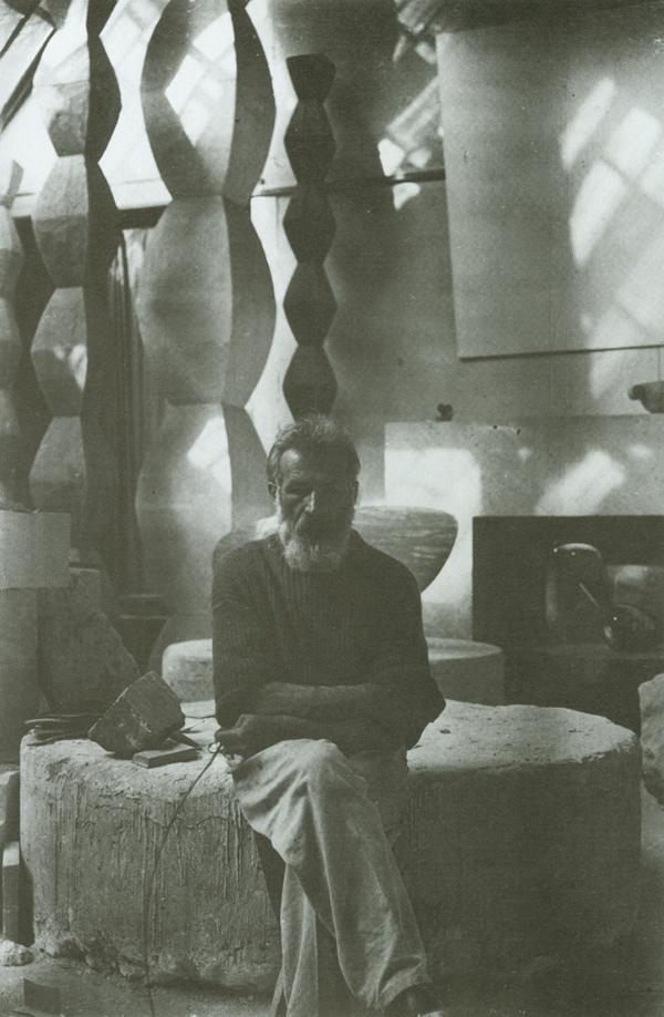 Brancusi in zijn studio 1933-1934