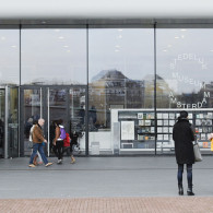 De tentoonstelling was nog maar aangekondigd of er was al kritiek op. Fuchs werd van alles aangerekend en het Stedelijk zou te veel achterom kijken. Beetje vreemde kritiek, daar velen […]