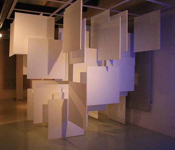 Herman de Vries - Ruimtelijke toevalsstructuur - 495x350x350cm - Styrofoam en draad 1965 (reconstructie 2012)