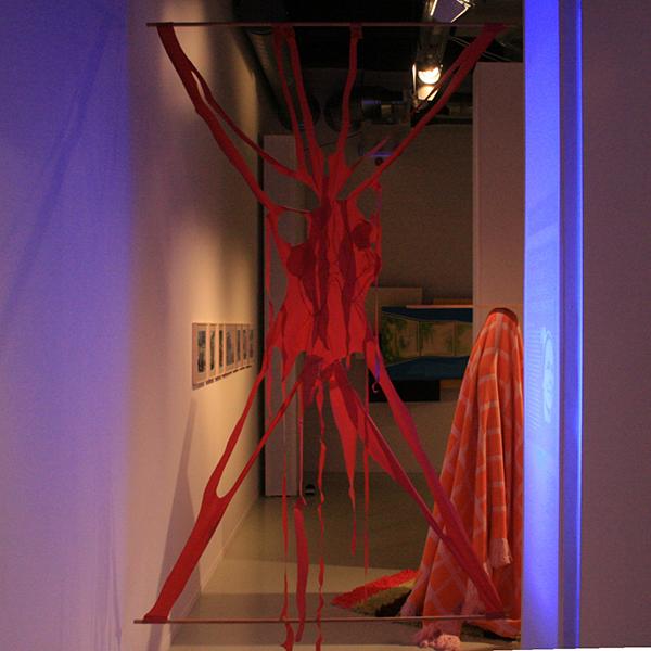 Karin Arink - Xpose Yourself To Me - 300x180cm Gecoat textiel en hout 2001
